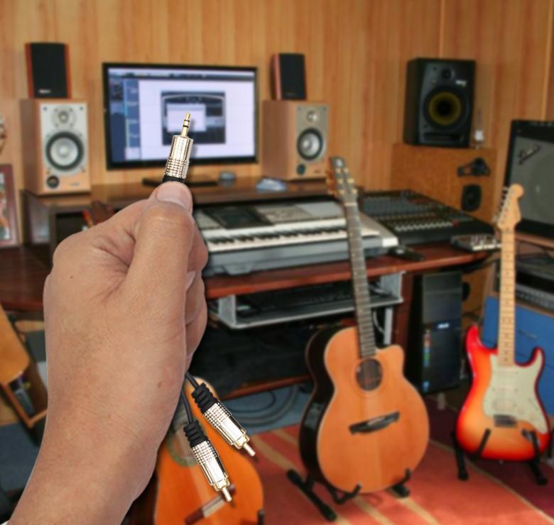 Foto de CABLE 2 A 1 DE 2 PLUG RCA A 1 PLUG 3.5MM / 1.8M / CONECTOR METALICO / BAÑO DE ORO EN PUNTAS